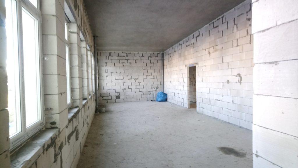 Jedno z pomieszczeń w budowanej sali