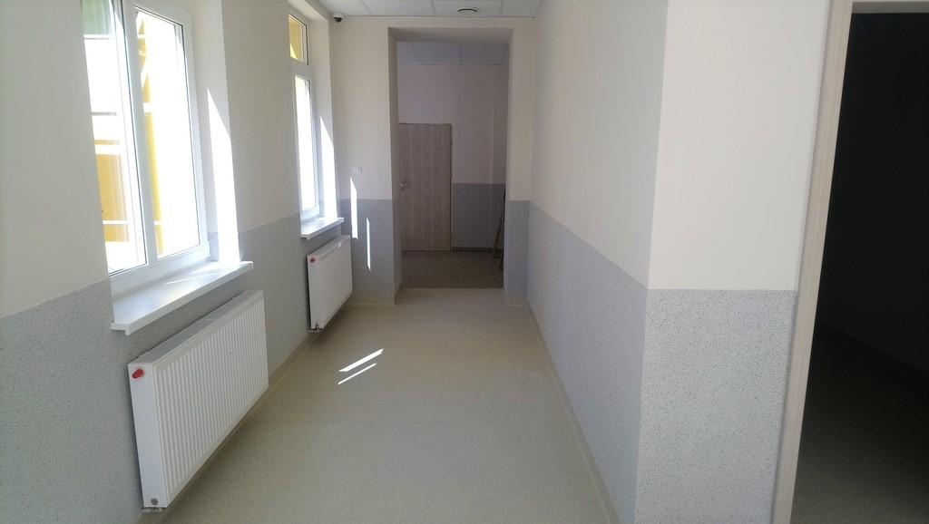 Pomieszczenie w budynku nowej sali sportowej