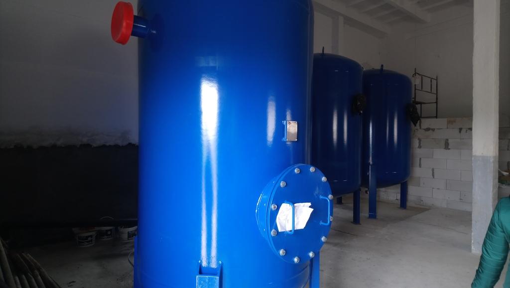 Nowe zbiorniki zamontowane w stacji uzdatniania wody