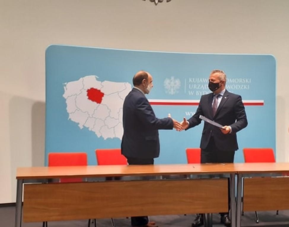 Podpisanie umowy - Wojewoda, Wójt.
